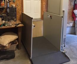 Plate-forme élévatrice pour fauteuil roulant
